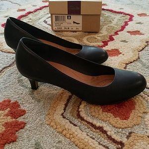 Clarks Navy Heels, round toe, size 8.5
